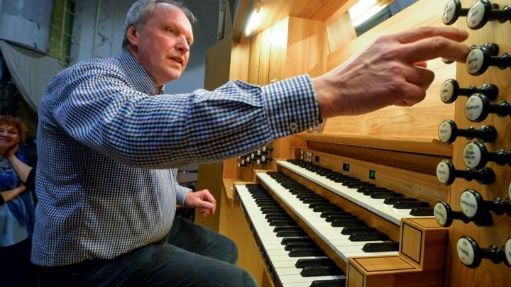 Техосмотр для органа: мастер из Германии настроил главный инструмент Свердловской филармонии