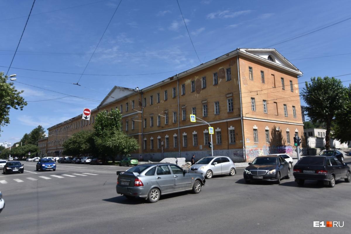 От ремонта до отката. Реставрация военной прокуратуры в Екатеринбурге закончилась уголовным делом
