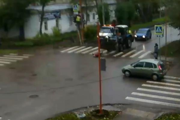 ДТП произошло на перекрестке, где налаживали неработающий светофор