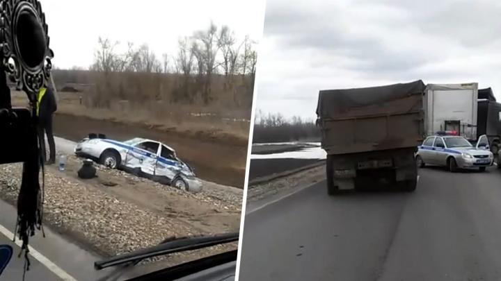 В Самарской области фура протаранила машину ДПС на встречке