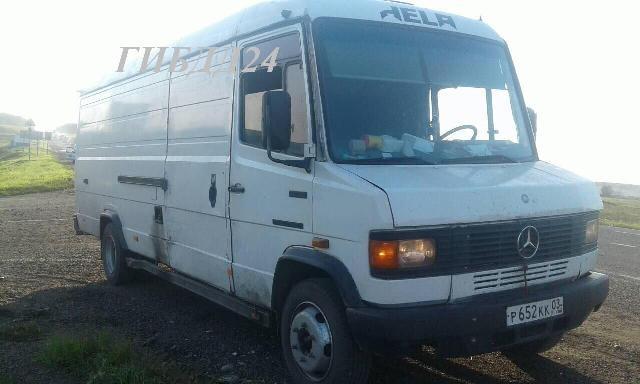 Водитель-лишенец тайно перевозил 25 нелегалов взакрытом фургоне