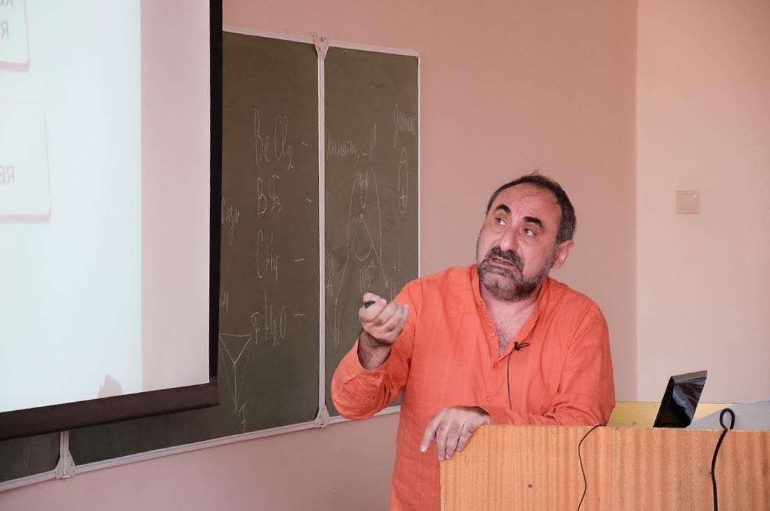 Профессор преподаёт в двух университетах — в Перми и в Израиле