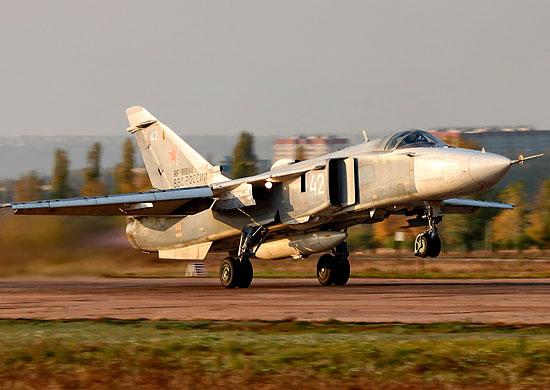 Волгоградские Су-24М и Су-24МР уничтожили колонну бронетехники