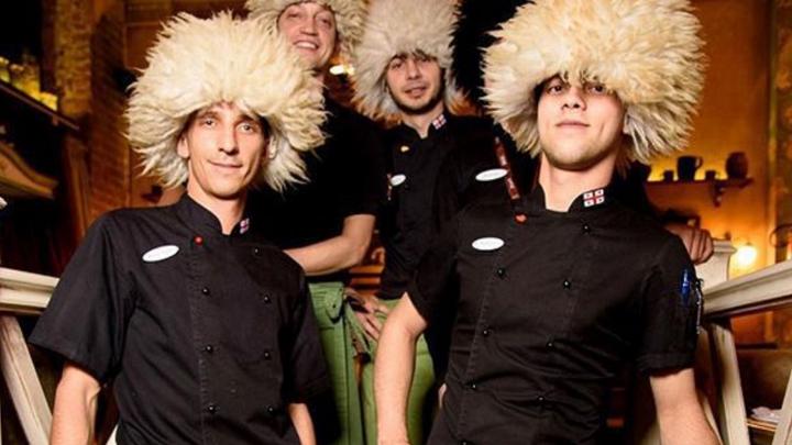 Запускают акции и думают, как возить продукты: как конфликт в Грузии сказался на ресторанах Урала