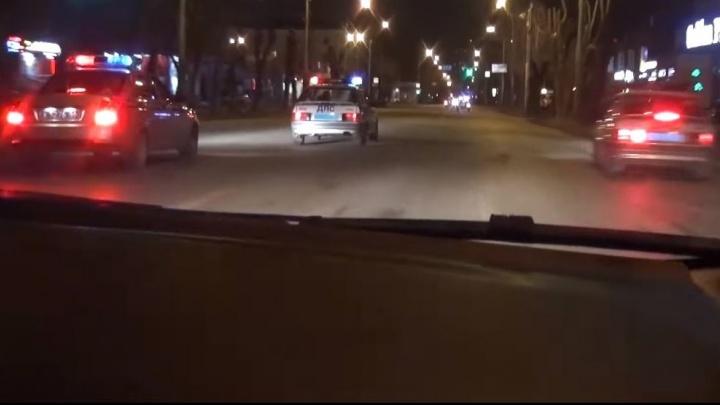 """""""Два колеса пробиты - подходим к Авиационной"""": смотрим видео ночной погони со стрельбой"""