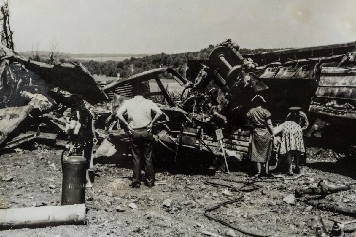 Взрыв был настолько мощным, что от семи вагонов остался лишь металлолом