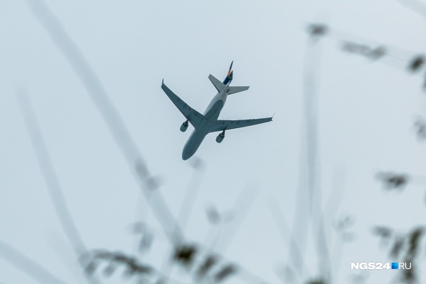 Самолёт сел после сигнала тревоги на борту