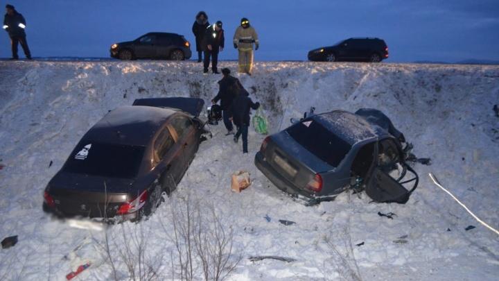 Момент аварии в Башкирии, где пострадали девять человек, попал на видео