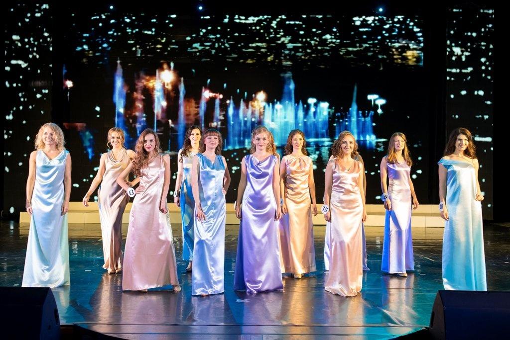 В Екатеринбурге состоялся полуфинал конкурса «Миссис Стройкомплекс-2017»