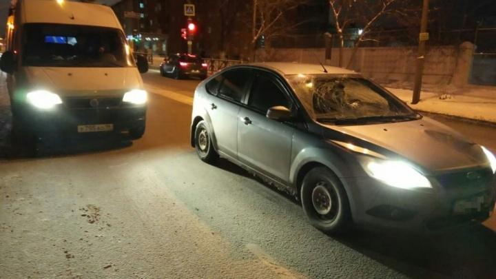 На Вторчермете иномарка сбила девочку, которая перебегала дорогу на красный свет