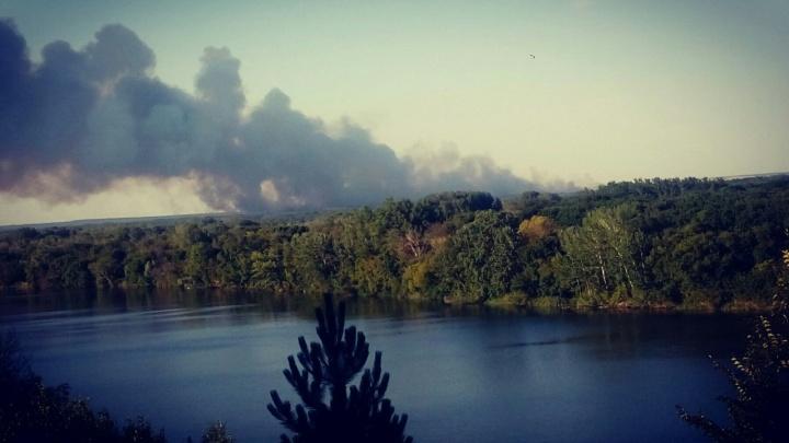 Лесной пожар в Крыму: из Ростова на помощь местным спасателям пришлют вертолет МЧС