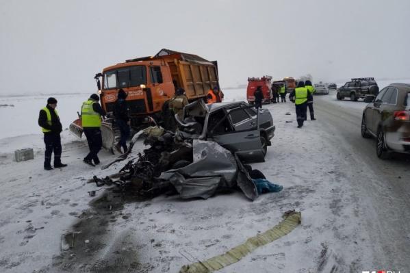 У водителя и пассажирки ВАЗ-2115 практически не было шансов выжить