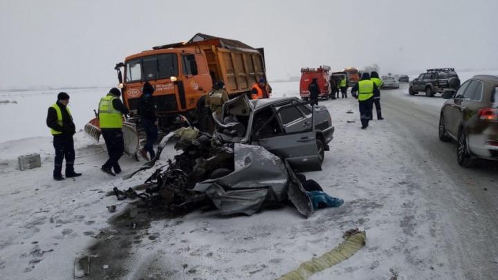 Полиция разыскивает водителя Lexus, чей обгон привёл к ДТП c жертвами на трассе Челябинск — Троицк