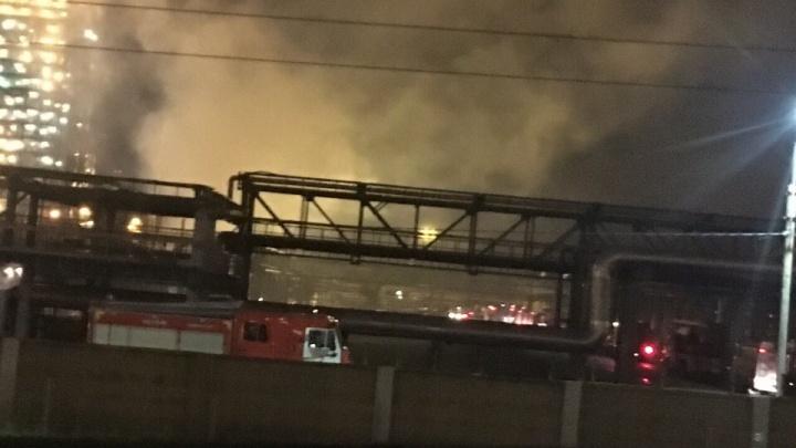 Крупный пожар на ярославском нефтеперерабатывающем заводе: что было и насколько это опасно