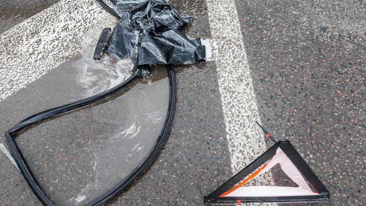 Потерял сознание и вылетел с дороги: на севере Волгограда погиб пожилой водитель «Волги»