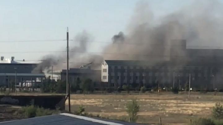 «Пожар в первом цехе»: в Средней Ахтубе загорелся химзавод «Грасс»