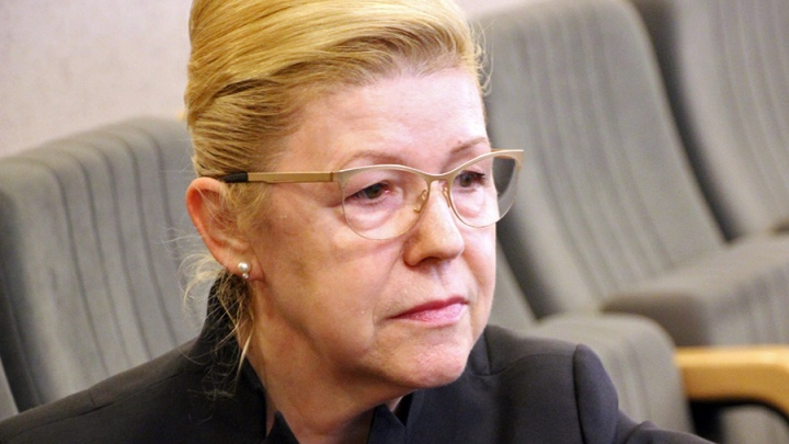 Сенатора от Омской области Елену Мизулину насторожила йога в СИЗО