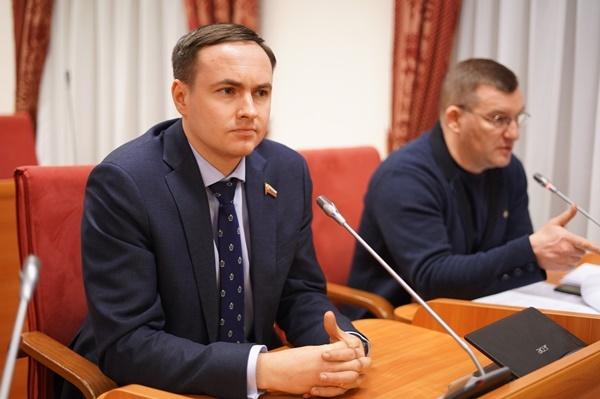 «В них никотина больше, чем в сигаретах»: ярославские депутаты объявили войну снюсам