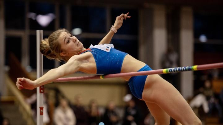 Взгляд снизу: смотрим фоторепортаж с крупнейшего в Челябинске турнира по прыжкам в высоту и с шестом