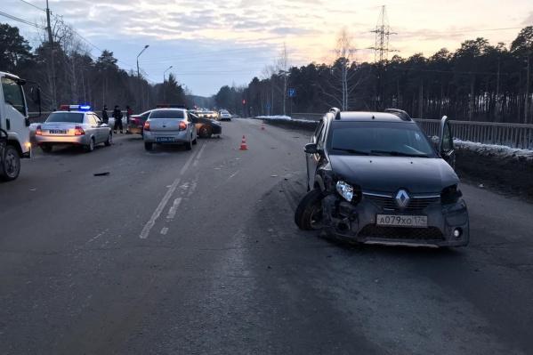 Столкнулись три машины