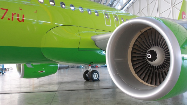 Новосибирский самолет чудом избежал катастрофы в аэропорту Домодедово (обновлено)