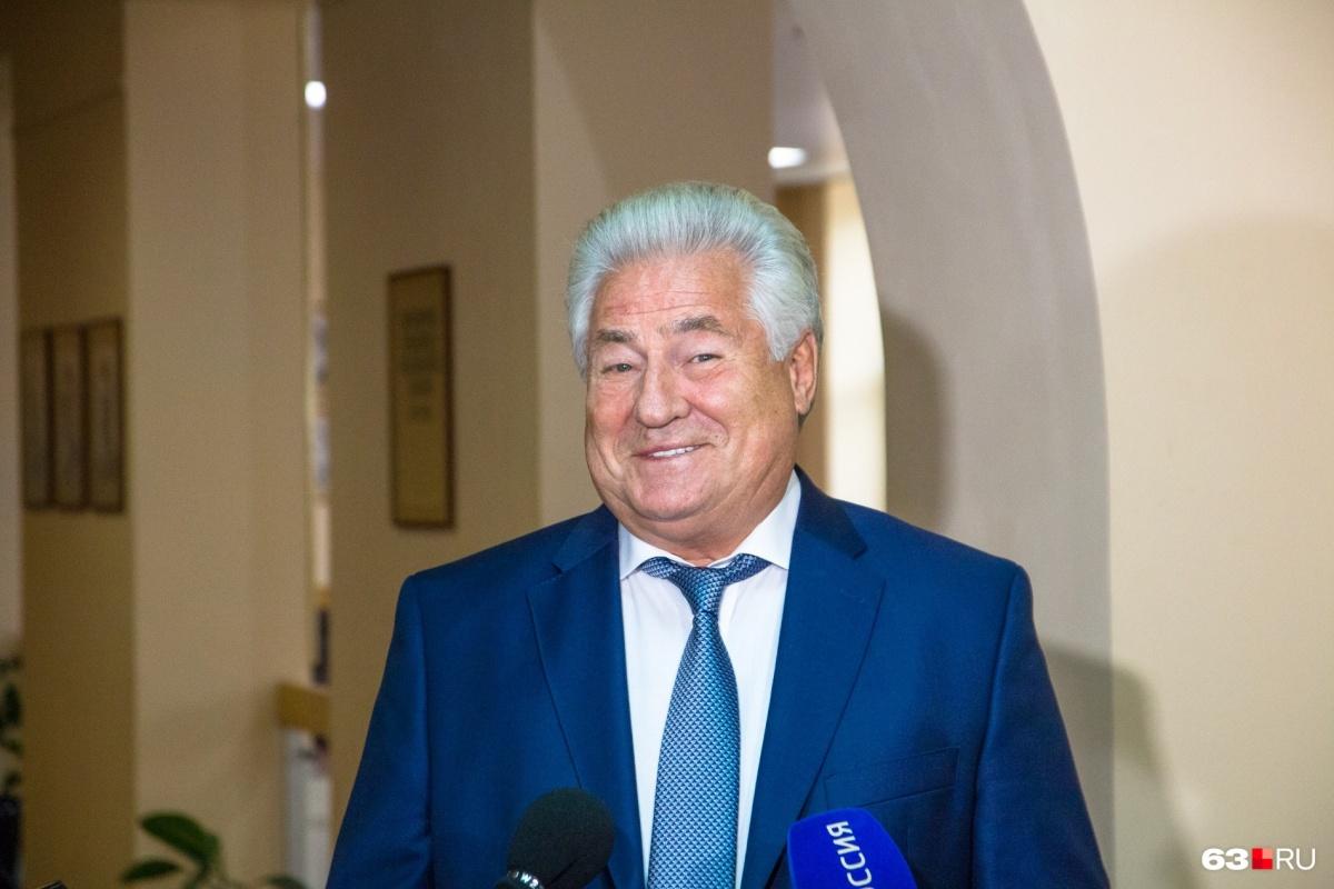 Пока Геннадий Котельников совмещает должность ректора медуниверситета и председателя губдумы
