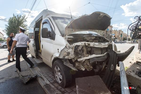 Авария на злосчастном перекрестке не обошлась без пострадавших