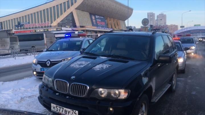 Подрезал на BMW, схватился за пистолет: дорожный конфликт в центре Челябинска перерос в стрельбу
