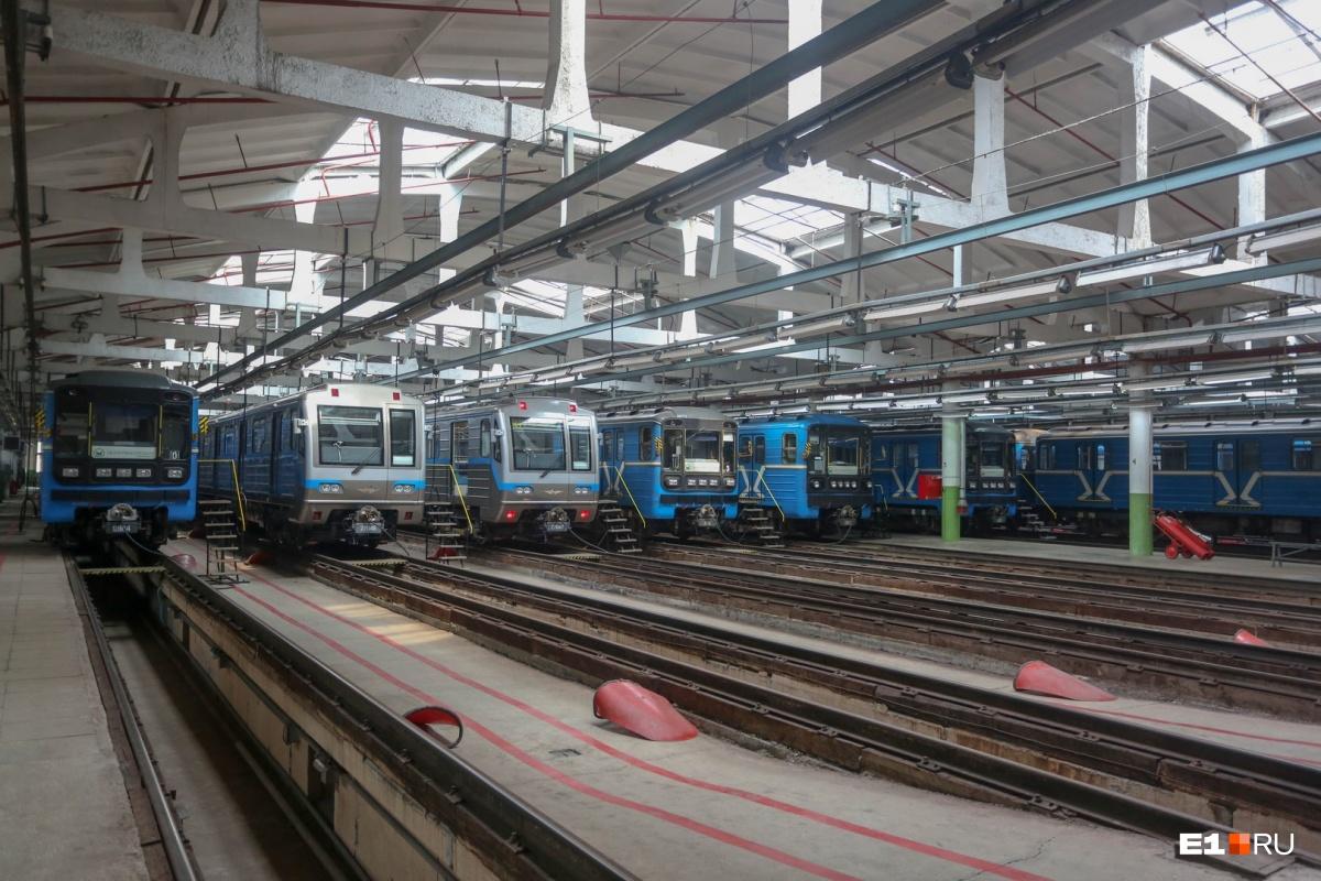 Обывателю может казаться, что в метро работают только два поезда