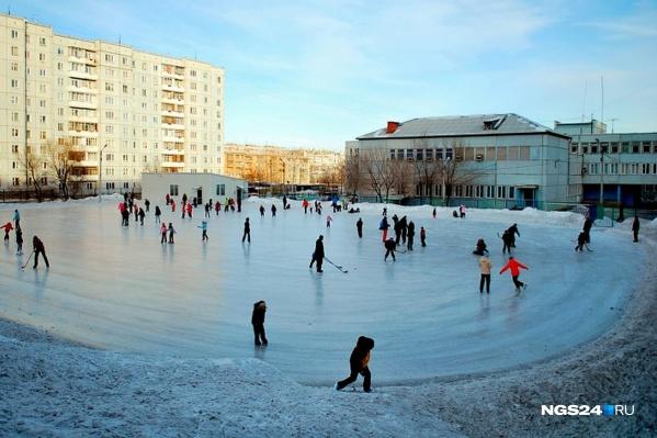 Всего в Красноярске этой зимой зальют 88 дворовых катков
