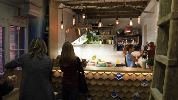 Чайные плантаторы из Таиланда открыли в центре Новосибирска буфет без мяса