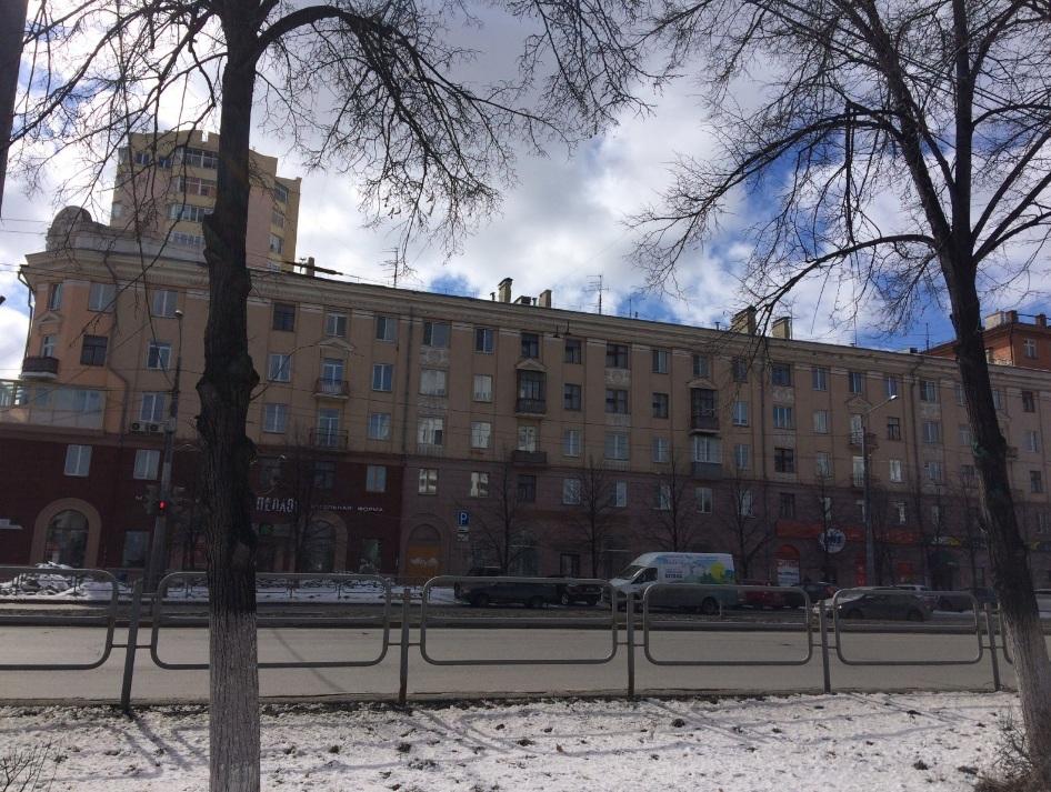 Один из домов, где к саммитам отремонтируют крышу и фасад, — проспект Ленина, 71