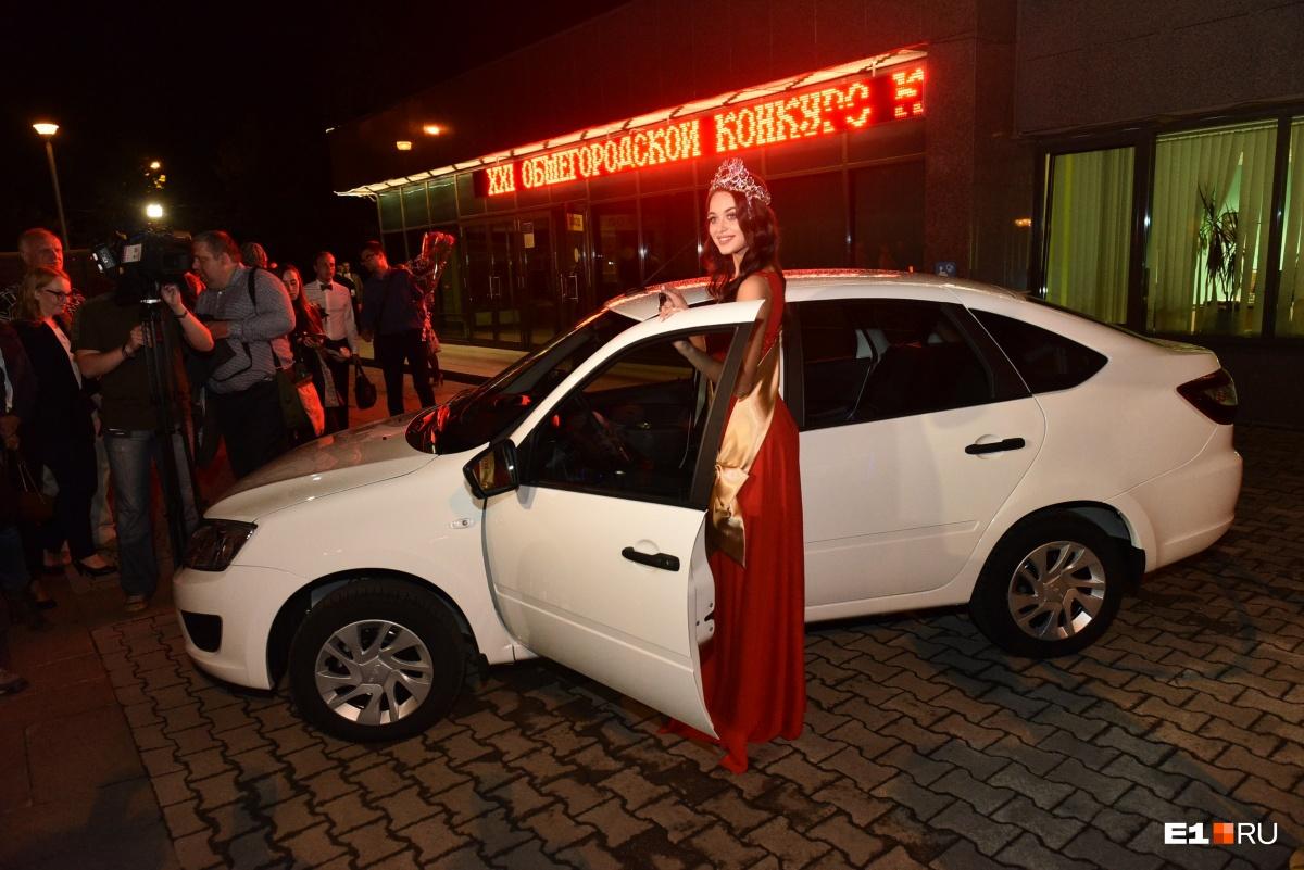 Арина и её первая машина