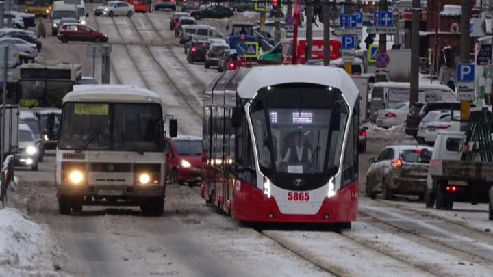 Новый трамвай «Лев», который должен возить людей бесплатно, не вышел на маршрут