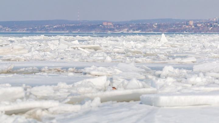 Грузопассажирский паром запустят по Волге после очистки Рождественской воложки ото льда
