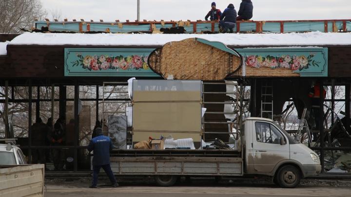 Без стен, окон и знаменитой вывески: в центре Волгограда разбирают банкетный зал ресторана «Фасоль»