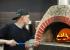 «Людям каждый день нужен праздник»: как ресторатор из Сургута приучил уральцев к пицце на дровах