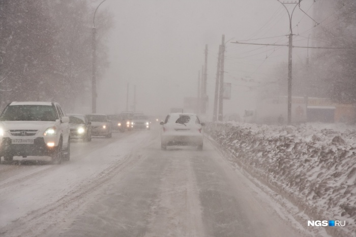 На трассе опасно: кузбассовцев попросили отложить дальние поездки
