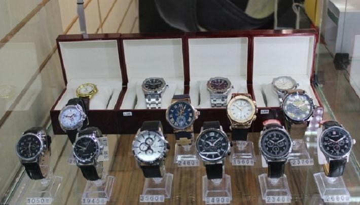 Сумки от Armani и часы Patek Philippe: в Перми изъяли поддельные аксессуары известных брендов