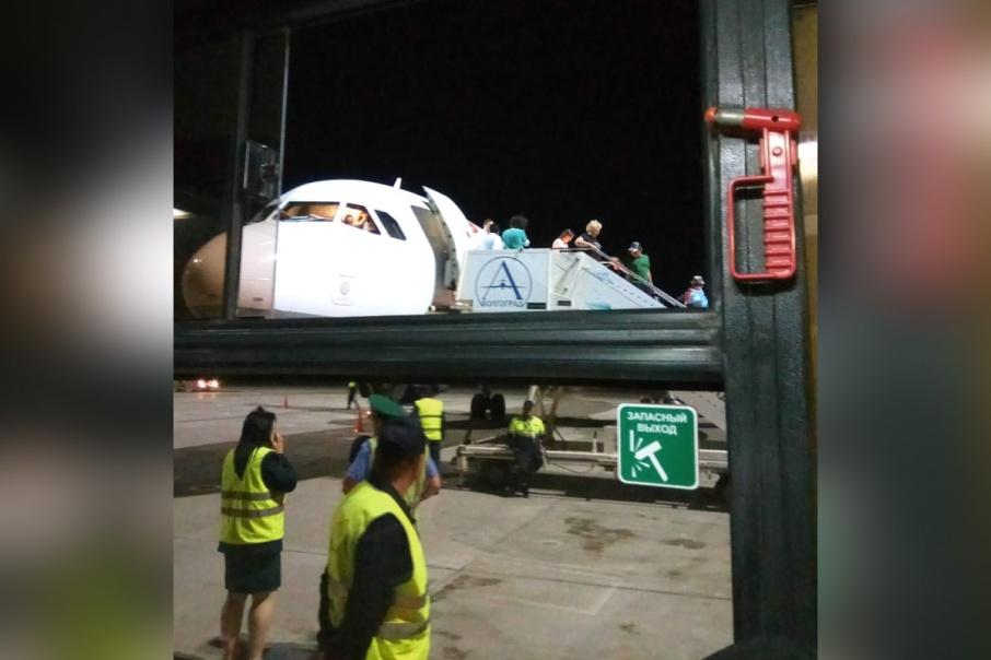 Не долетев из Антальи до Челябинска, этот самолёт экстренно сел в Волгограде