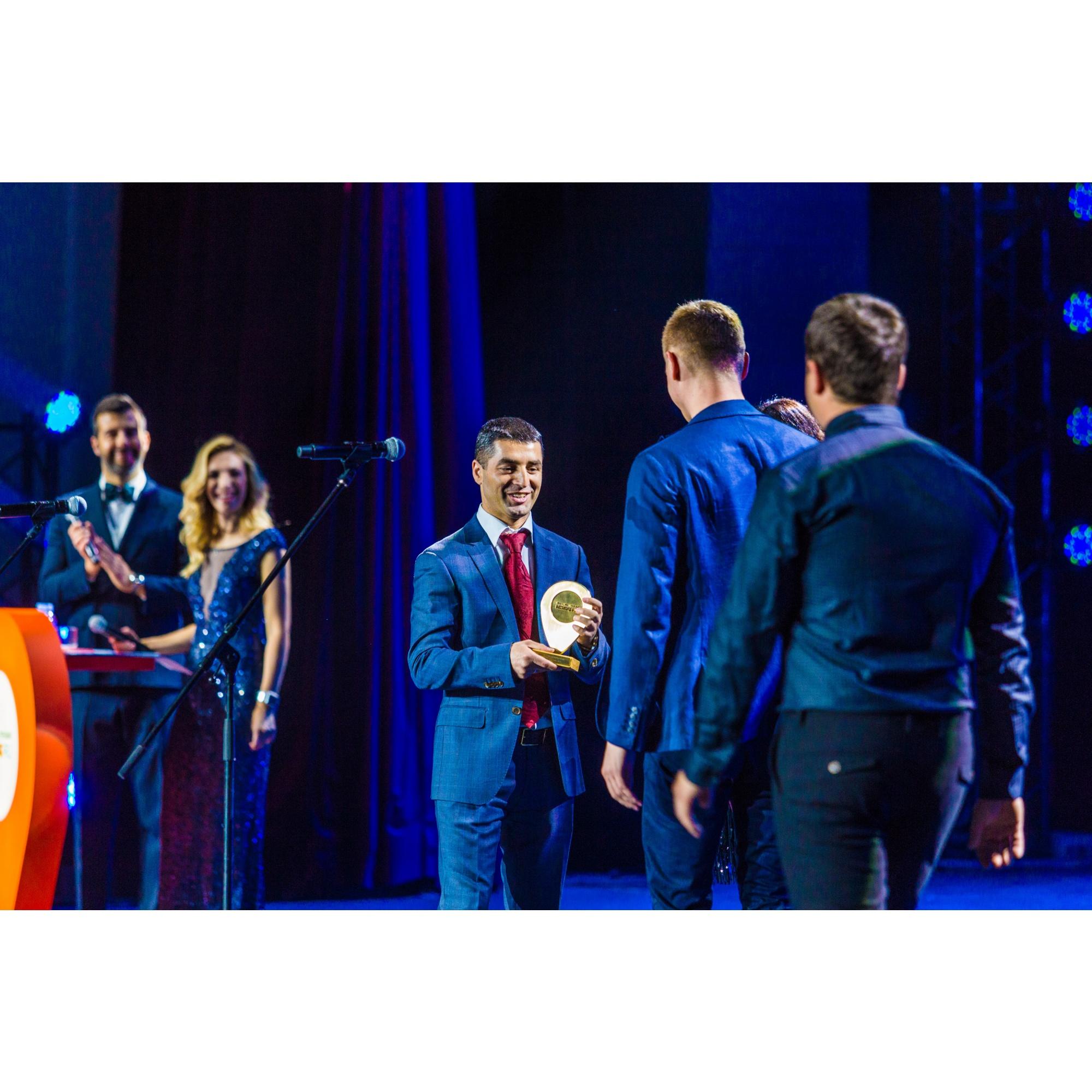 Михаил Алоян наградил фитнес-центр года