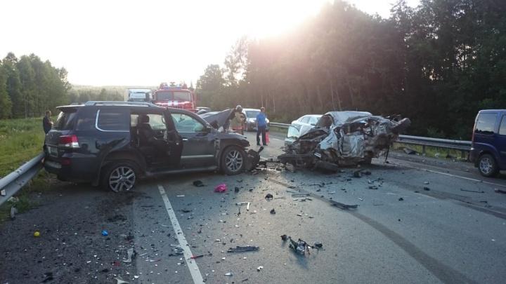 Авария, в которой на трассе Пермь — Екатеринбург погибли пять человек, попала на видео