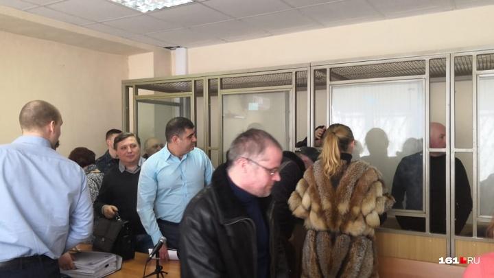В Ростове начался суд над участниками банды, обманувшей 1,5 тысячи дольщиков