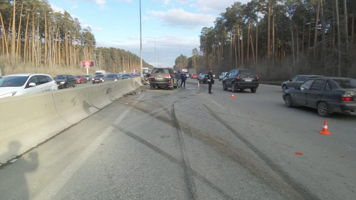 Водитель Toyota, судя по тормозным следам, пытался остановиться, но не успел