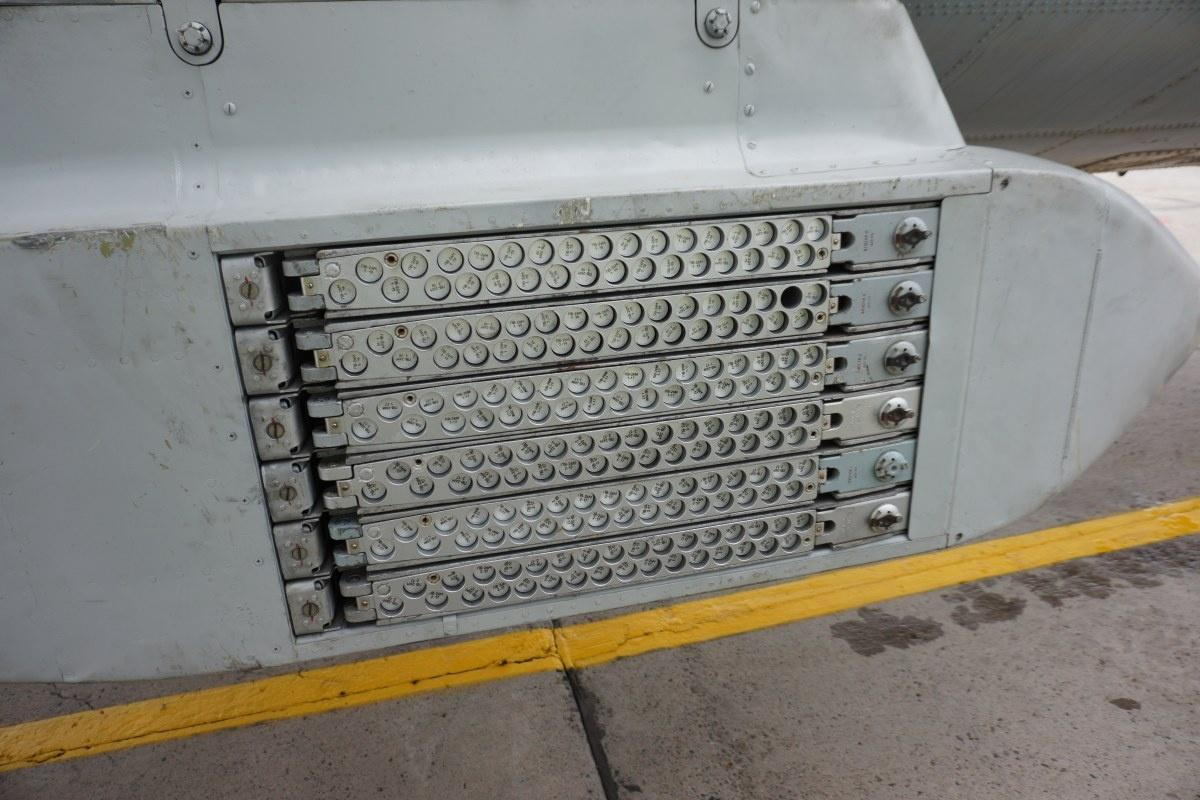 Один из двух блоков для отстрела пиропатронов, которые ждут своего момента в тяжелых кассетах