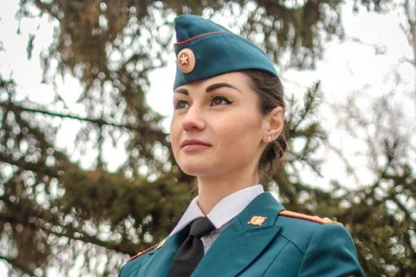 Лейтенант Воробьева представляет на конкурсе Красноярск