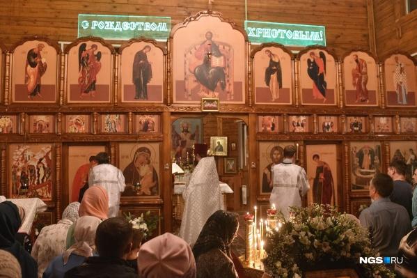 В Успенском храме на улице Громова прошла ночная литургия в честь Рождества Христова