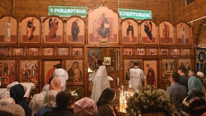 Фото: православные новосибирцы провели рождественскую ночь в храмах