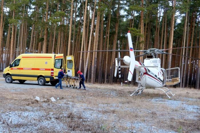 Первым на площадку прилетел вертолет санавиации