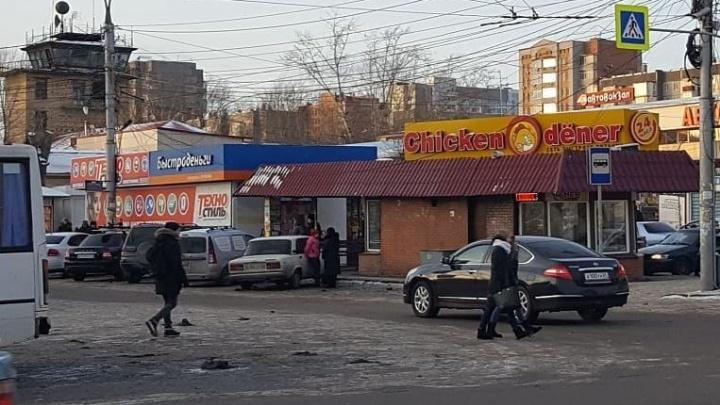 «Это осталось в 90-х»: объявлены сроки демонтажа ларьков возле красноярского автовокзала